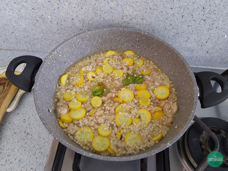 Risotto con zucchine e gamberetti - Ricette Seminala